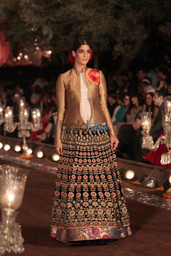 wills-india-fashion-week-2015-grand-finale-by-rohit-bal_1413143524210