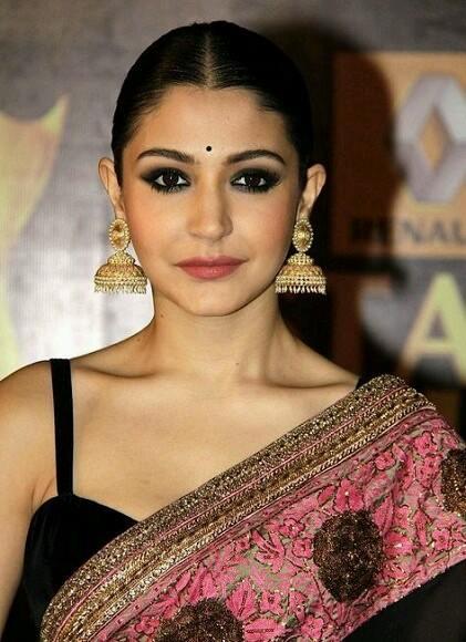 Anushka Sharma wearing jhumka