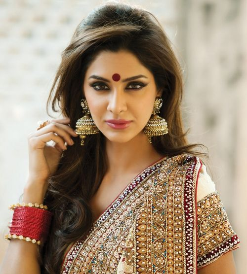 Model sporting a bright round bindi with saree.