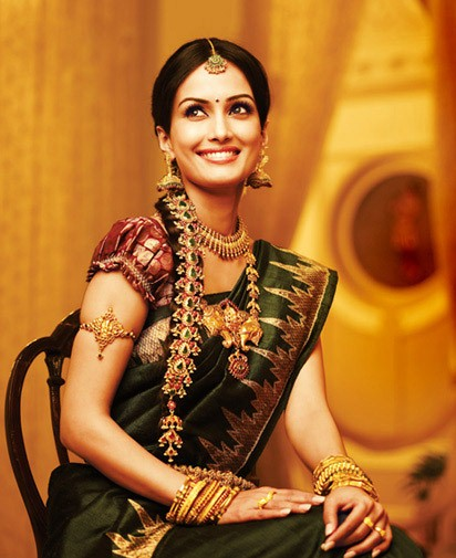 lady wearing a saree with an armlet and vintage chain.