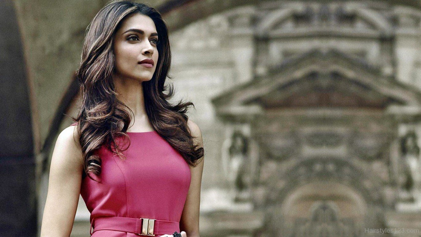 Hairstyles Inspired By Deepika Padukone_Beach Waves Hairstyle