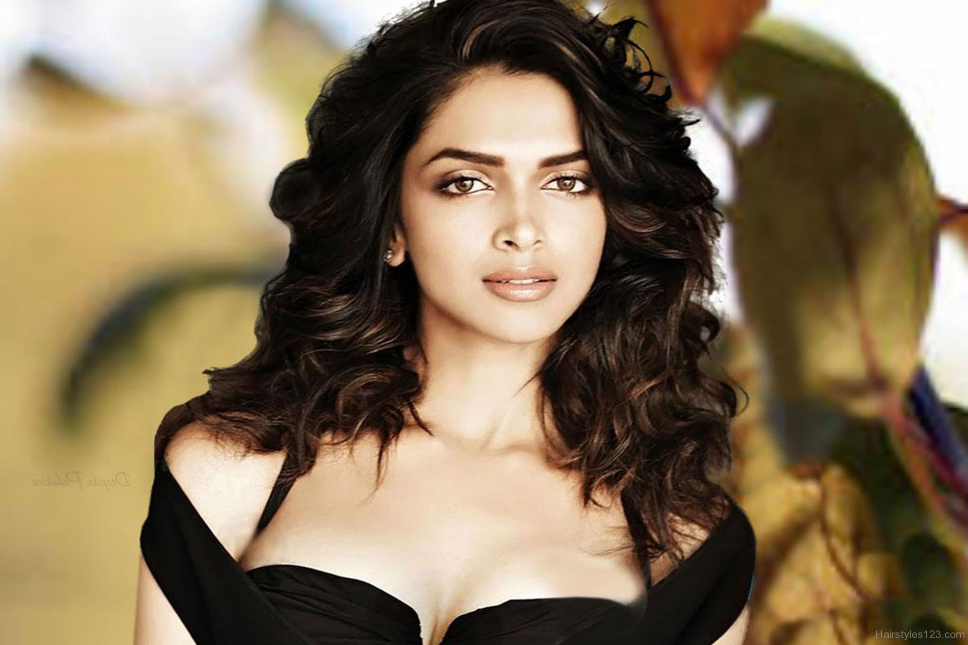 Hairstyles Inspired By Deepika Padukone_Stunning Curls For Parties
