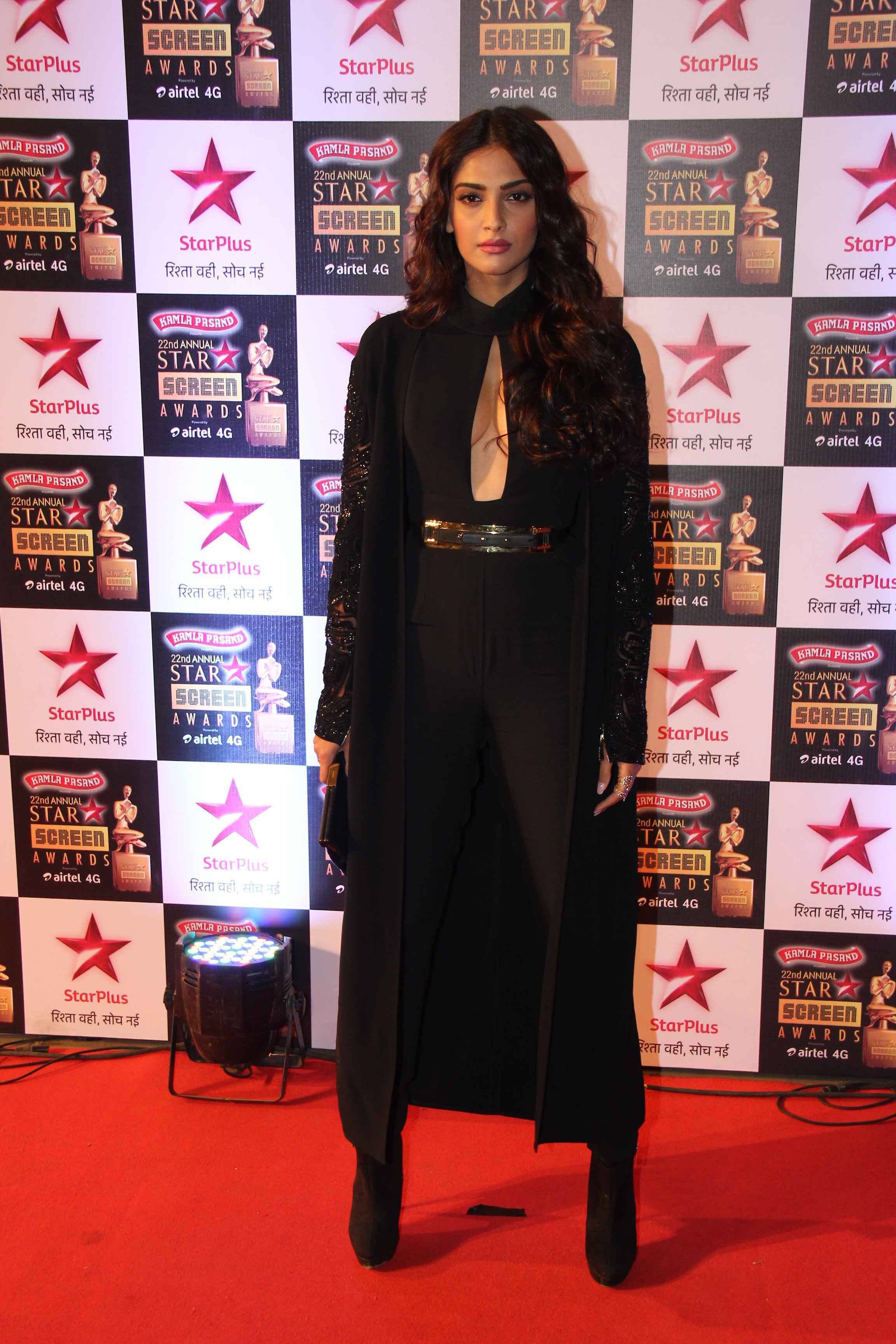 Sonam Kapoor at the Star Screen Awards 2016