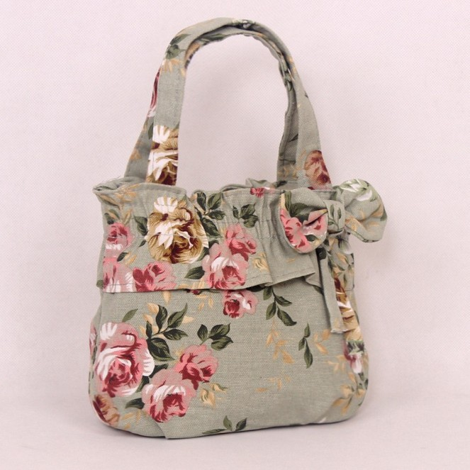 Tote bag with floral design
