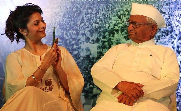 Tanisha with Anna Hazare