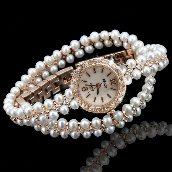 Trendy watch with pearls