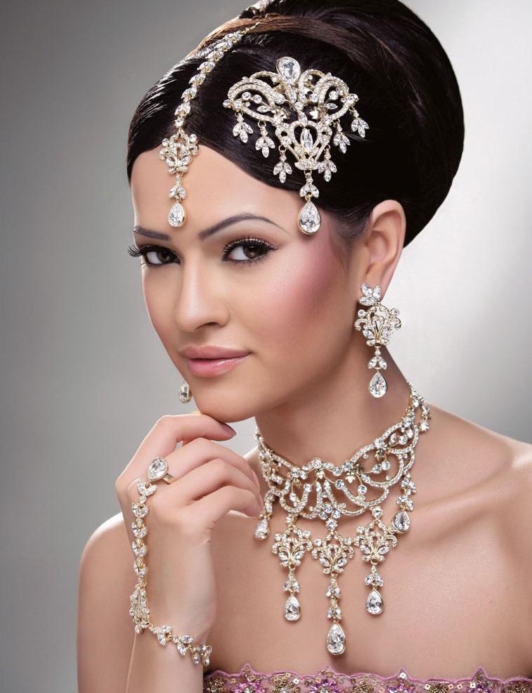 Shining diamond jewellery