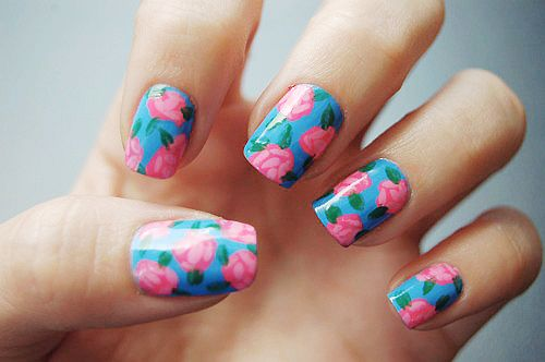 Another lovely flower nail designAnother lovely flower nail design