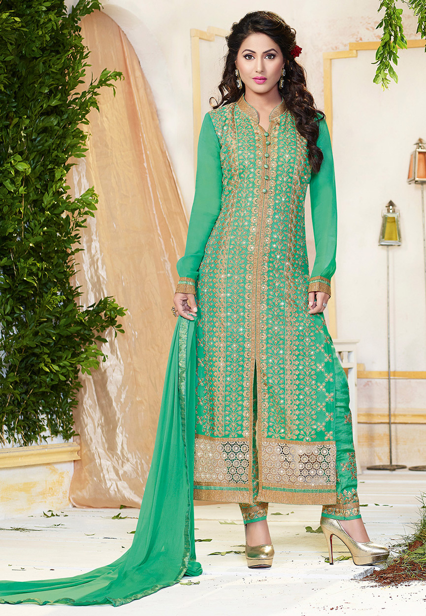 The salwar kameez with collar neckline.