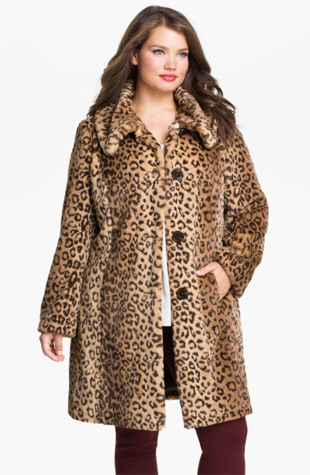 The model in leopard Jacket.