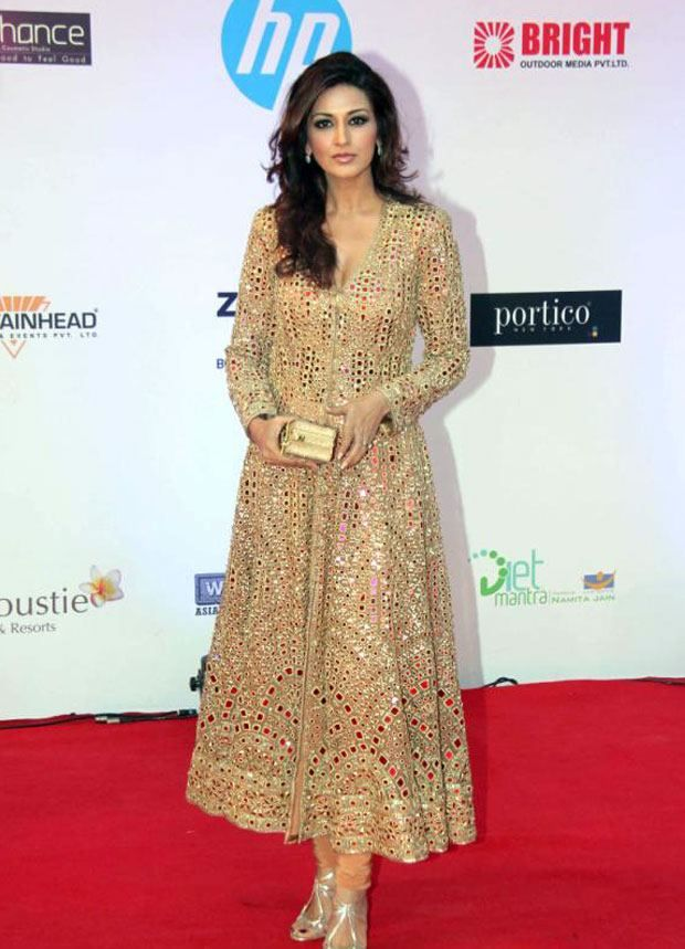 Sonali Bendre in Gold Mirror Embroidery Kurti by Abu Jani Sandeep Khosla.