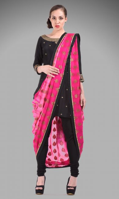 The model with pre-drapped designer dupatta.