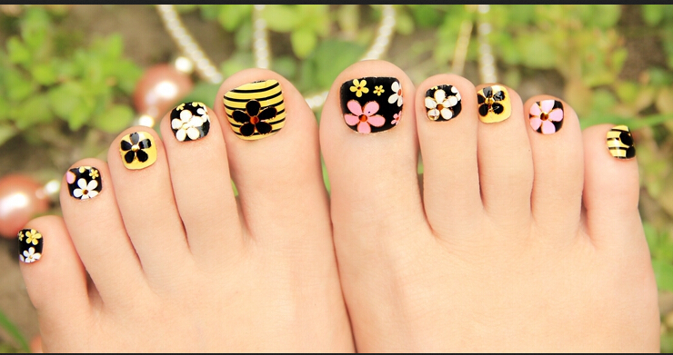 Beautiful Floral Toe Nail Art Design