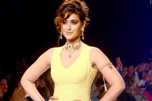 Bollywood Actress Ileana wearing armlet.