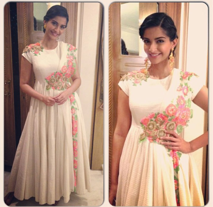 Bollywood Actress Sonam Kapoor in Anarkali Suit.