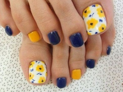 Flowers and Blues Best Toe Nail Design