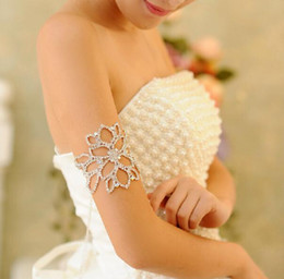 The bride wearing armlet.