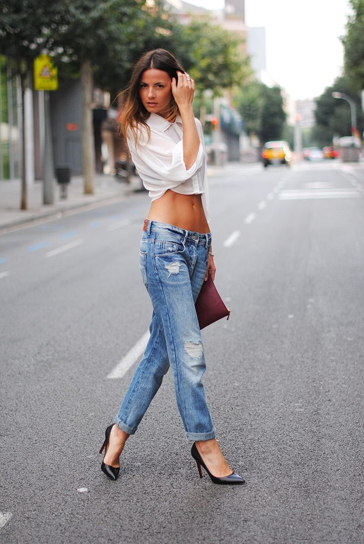 The model in crop top with boyfriend jeans.