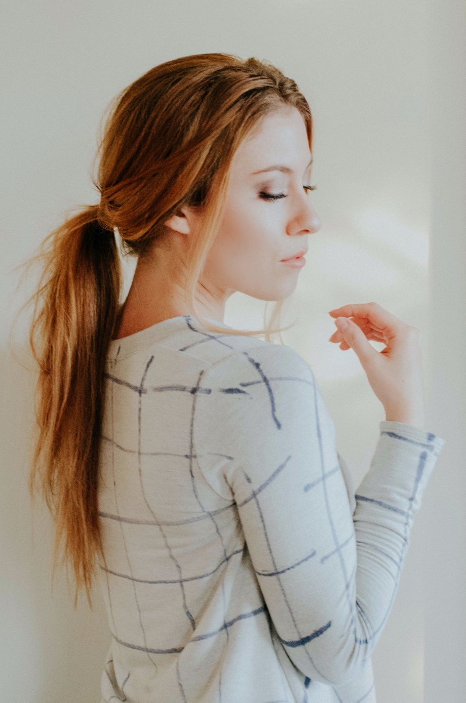 The model with Hair-Wrapped Low Pony.