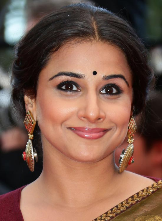 Vidya Balan in Medium partition bun