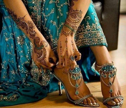 Elegant traditional sandals