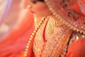 5-indian-bride-necklace-photo-shoot-pose