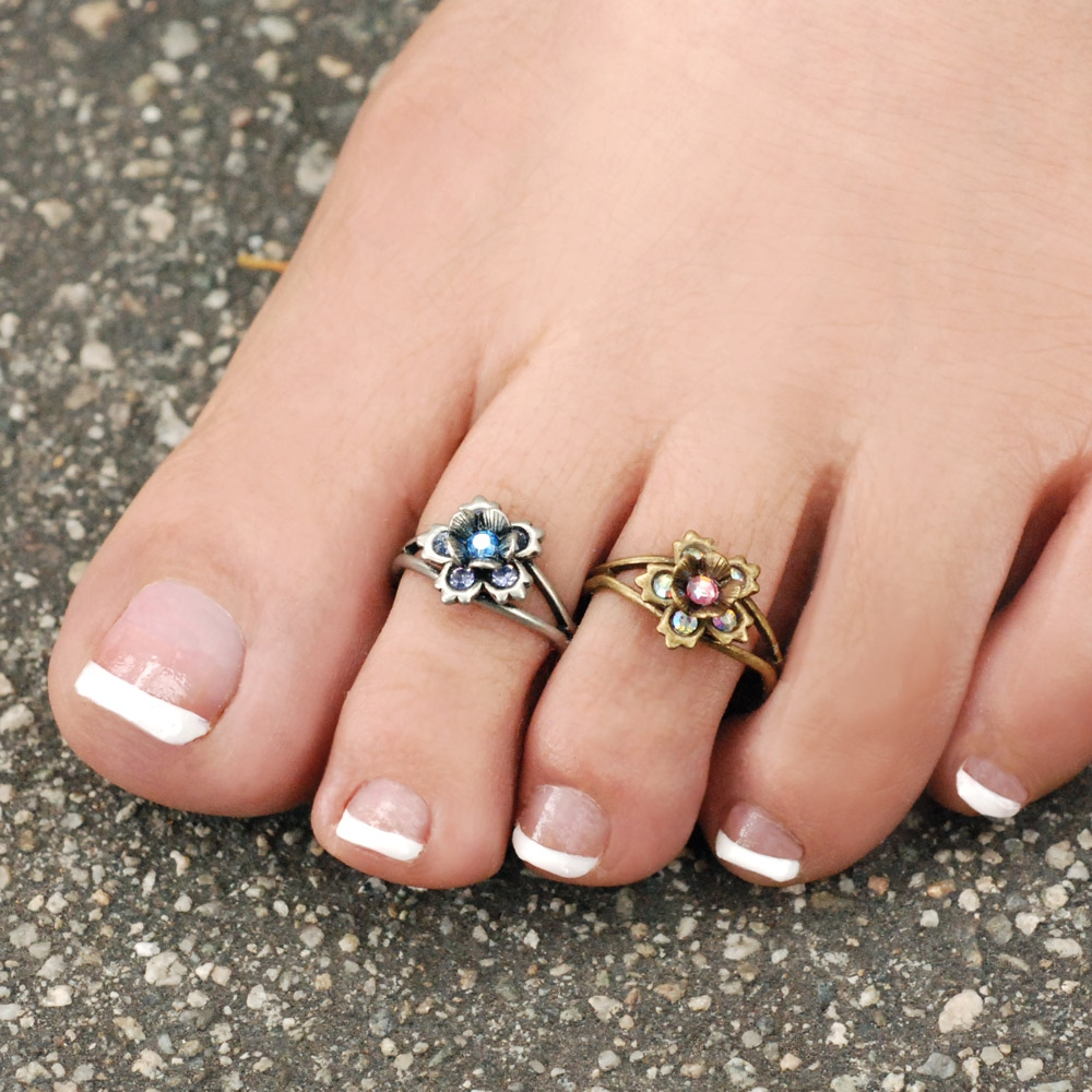 Flower toe rings