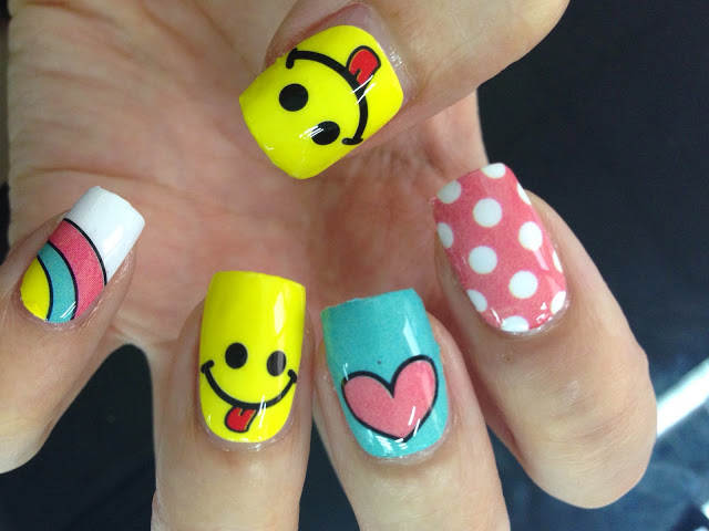Emoticon nail art