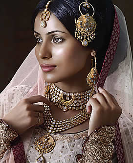 Gold jewelry is recommended for people with warm skin tone