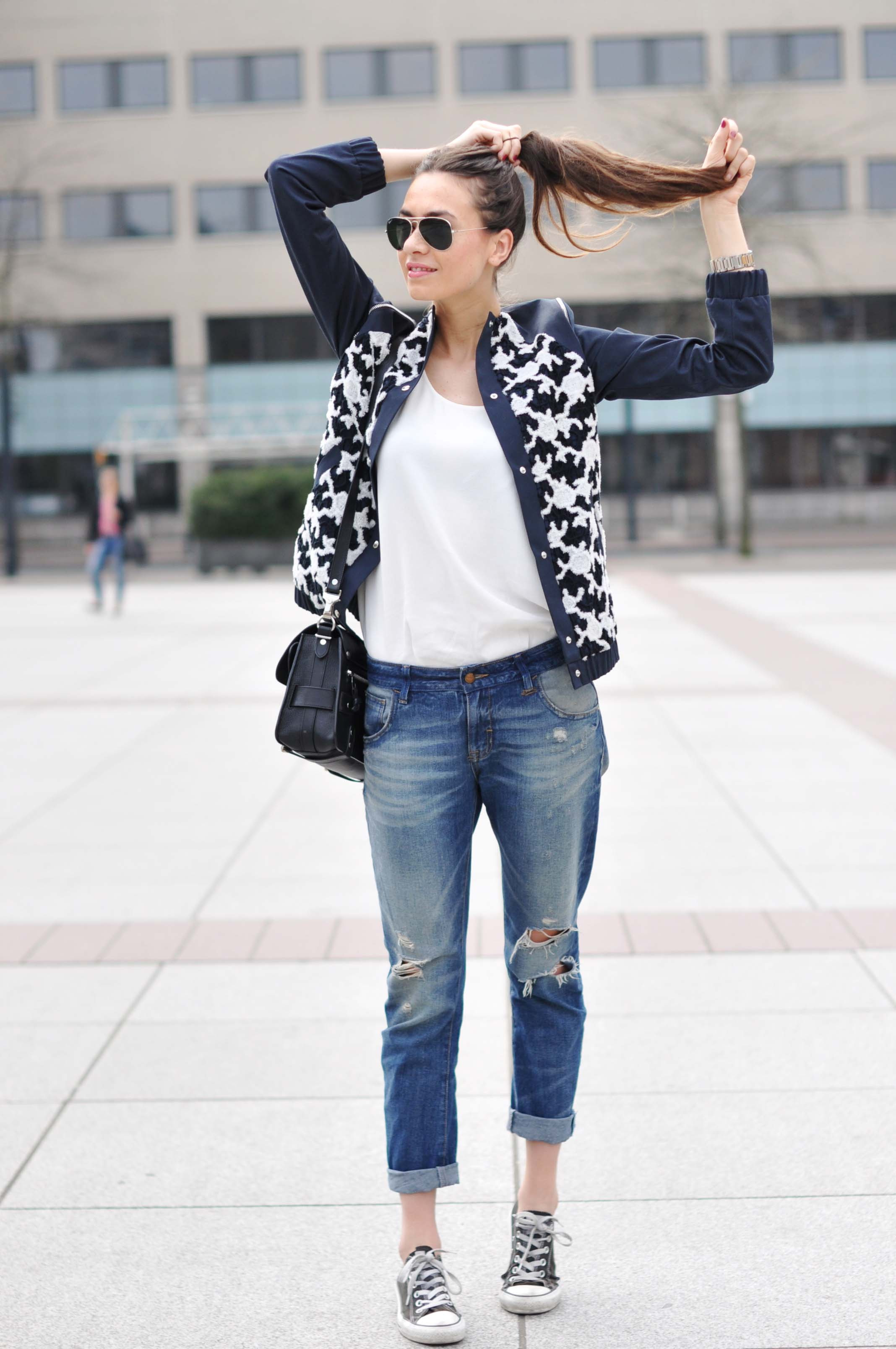 What-To-Wear-With-Ripped-Jeans-15