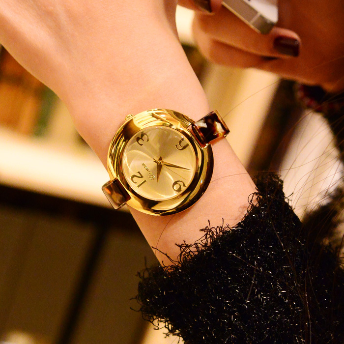Another chic gold color watch