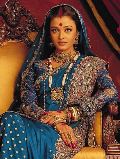 Aishwarya Rai Bachchan in Banarsi Saree.