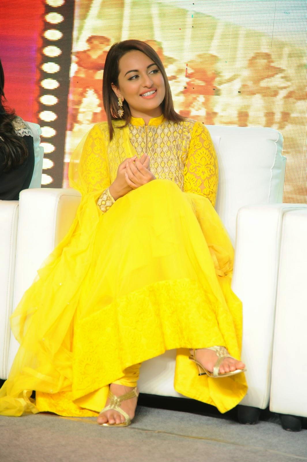 Sonakshi Sinha in yellow Salwar Kameez at Lingaa Event.
