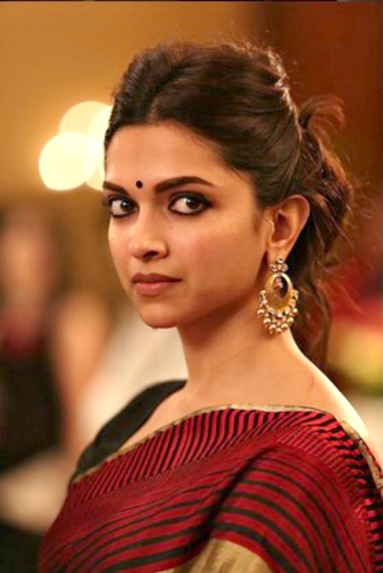 Deepika does justice with her face by wearing smaller bindi with long earrings.