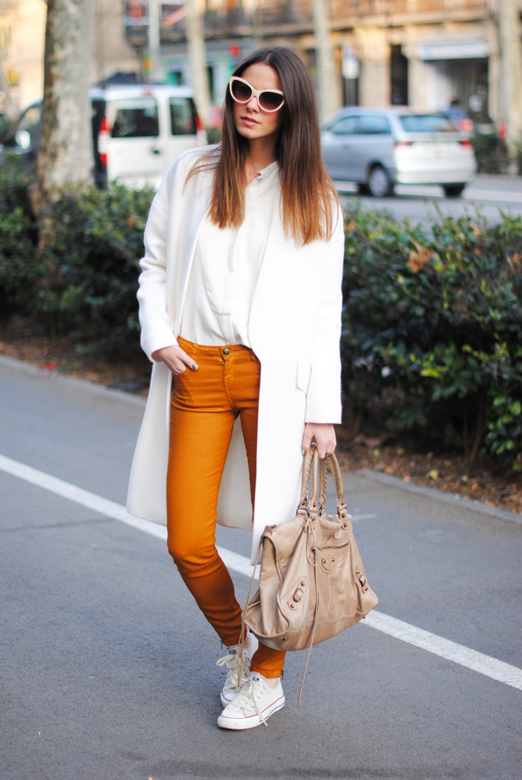 jeggings paired with white shirt and white overcoat