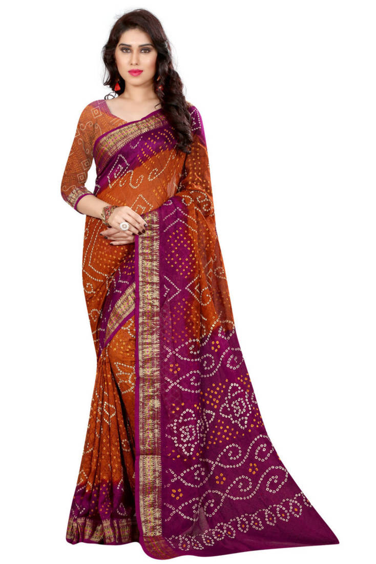 The model in red and orange Bandhani saree.