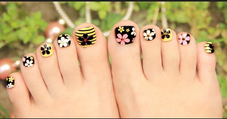 Beautiful Floral Toe Nail Art Design