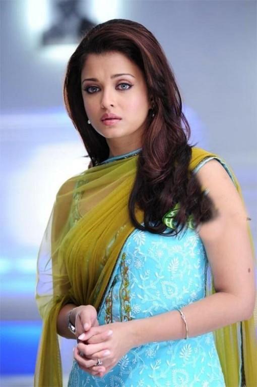 Bollywood Actress Aishwarya Rai Bachchan's Casual Suit Look.