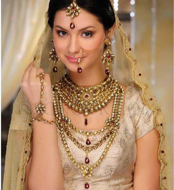 Pakistani Bride in bridal jewelry with the dress.