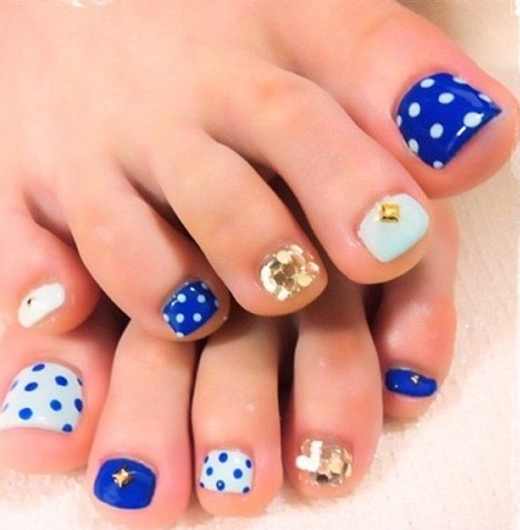 Dotted and Gems Toe Nail Art