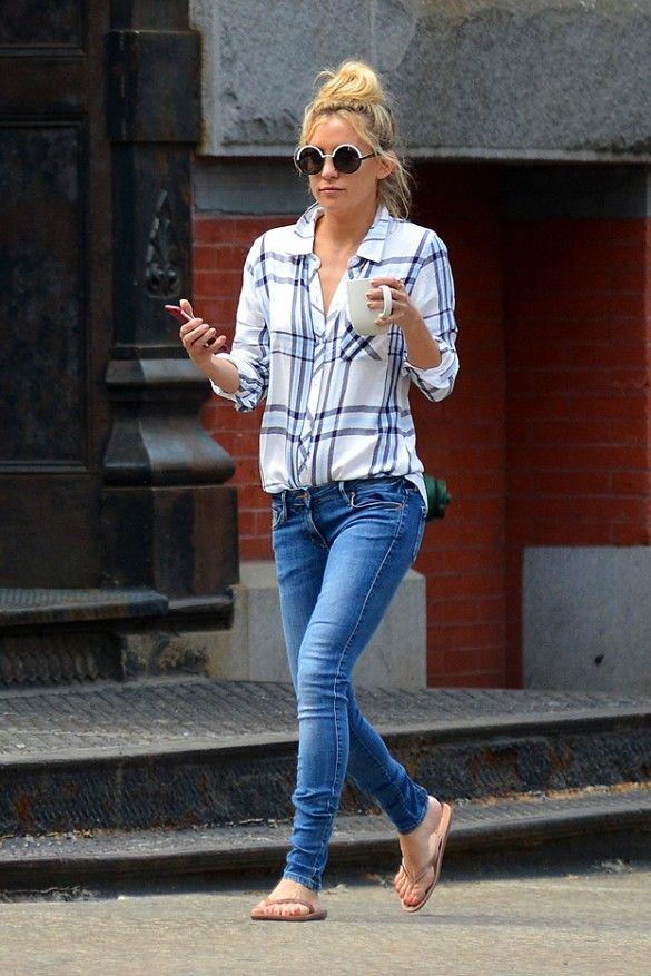 Kate Hudson wears blue skinny jeans and flip flops with a blue and white Rails plaid shirt.