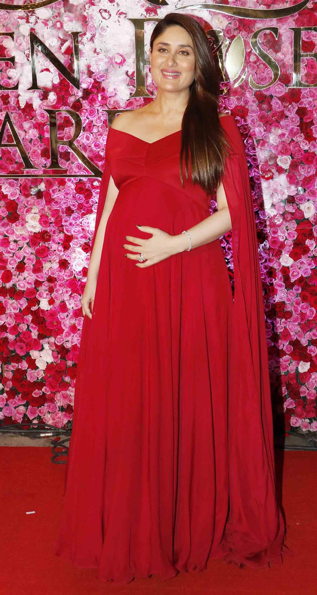 Kareena is looking gorgeous in this loose red dress.