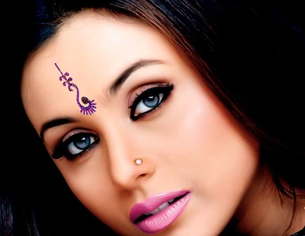 Rani Mukherjee in vertical long bindi