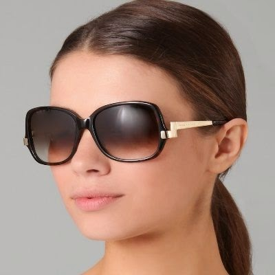 The model with square sunglass.